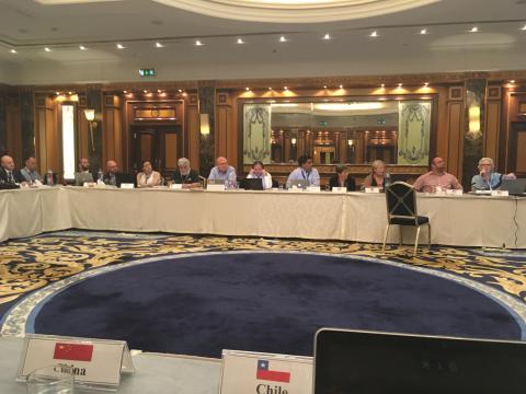 Panel de expertos internacionales debatiendo sobre los cambios de ISO31000
